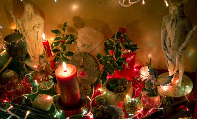 yule_altar_2011_by_reandeanna-d4jqvk4